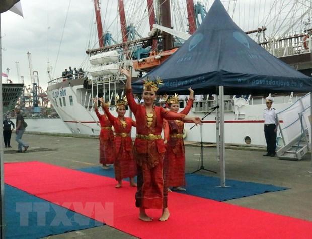 """越南海军""""黎贵惇""""号帆船访问印度尼西亚 hinh anh 2"""