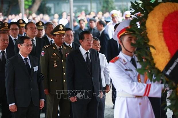100多个国际代表团前来吊唁原国家主席黎德英大将和送花圈致哀 hinh anh 1