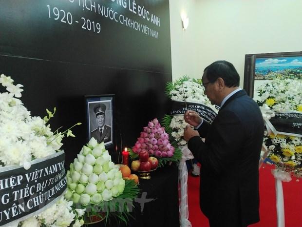 越南驻各国大使馆举行原越南社会主义共和国主席黎德英吊唁仪式 hinh anh 2