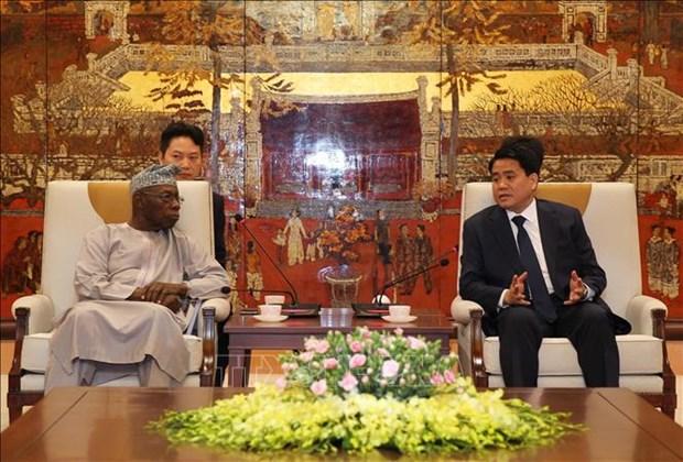 河内市同非洲高级专家代表团分享发展经验 hinh anh 1