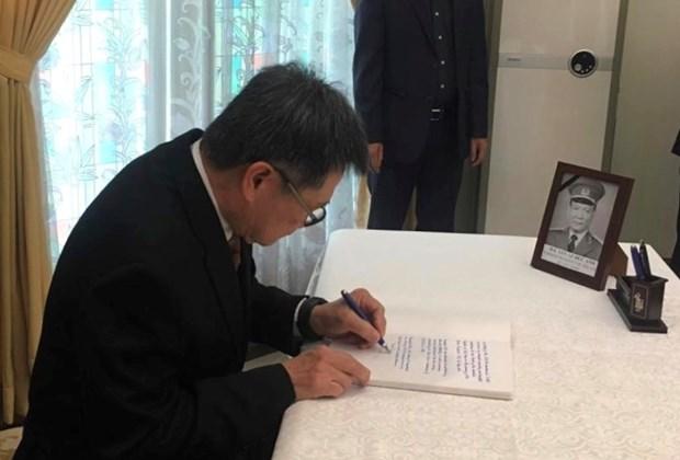 越南驻印尼大使馆为黎德英大将举行吊唁仪式 东盟秘书长前来吊唁 hinh anh 1