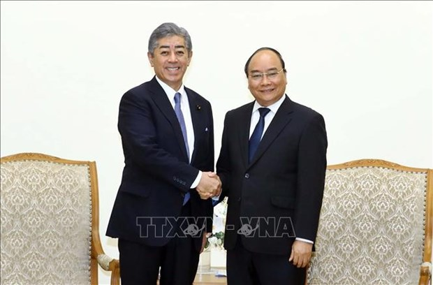 越南政府总理阮春福会见日本防卫大臣 hinh anh 1