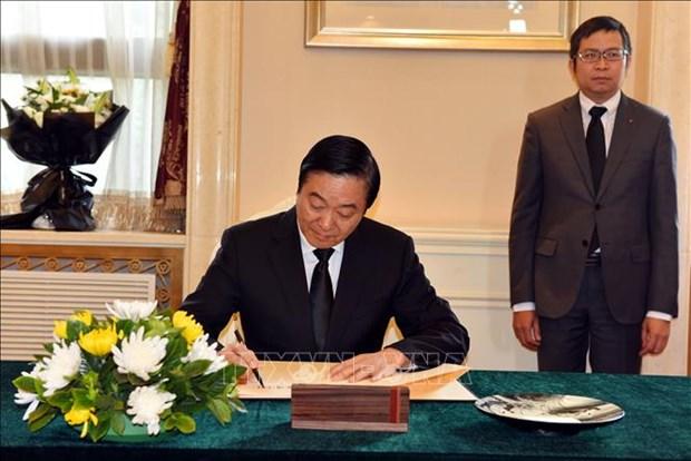 中国全国政协副主席刘奇葆前往越南驻中国大使馆吊唁原越南国家主席黎德英 hinh anh 2