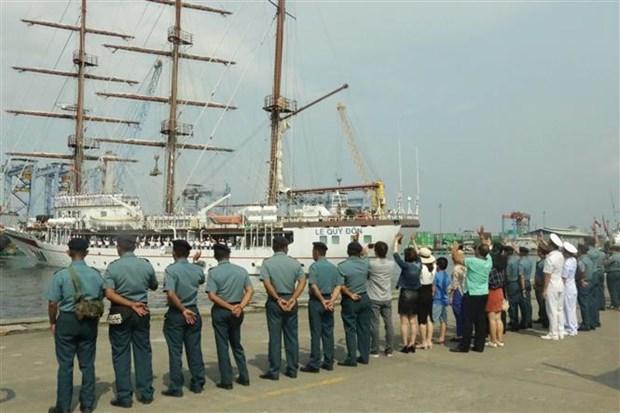 """越南海军""""黎贵惇"""" 286训练帆船圆满结束对印度尼西亚的访问 hinh anh 1"""