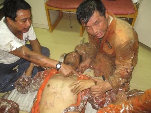 越南紧急救助一名海上病危外籍船员 hinh anh 1