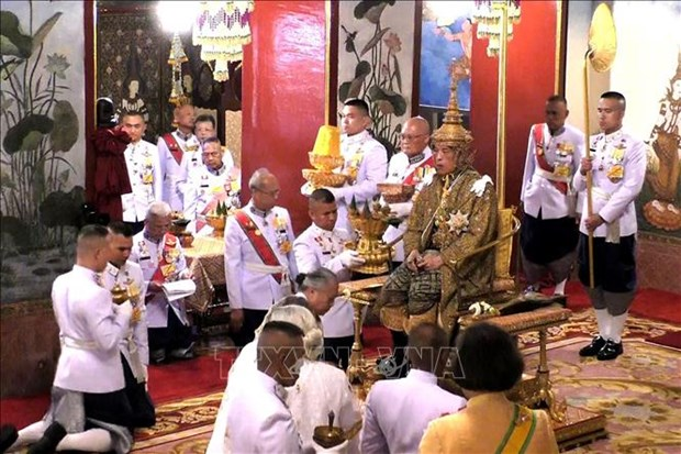 越南领导人致电泰国国王哇集拉隆功祝贺登基加冕 hinh anh 1