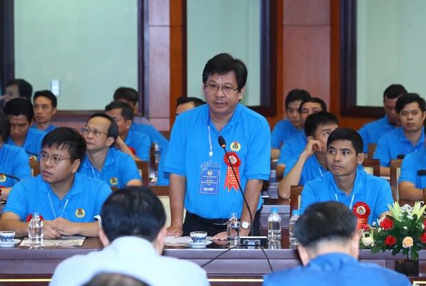 政府总理阮春福与高技术劳工进行对话 hinh anh 2