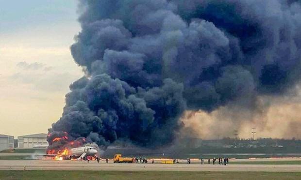 俄罗斯一客机起火: 遇难者中没有越南公民 hinh anh 1