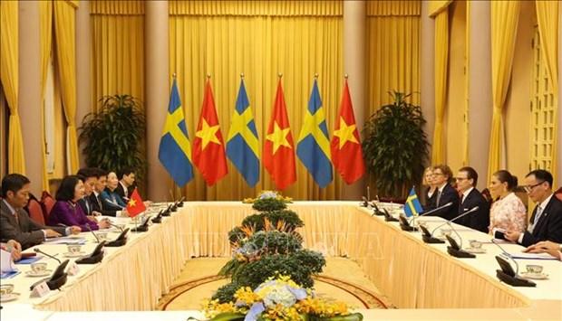 越南国家副主席邓氏玉盛举行仪式欢迎瑞典女王储维多利亚访越 hinh anh 2