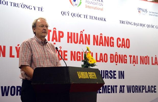 越南与新加坡合作加强员工健康管理 响应劳动卫生安全行动月 hinh anh 1