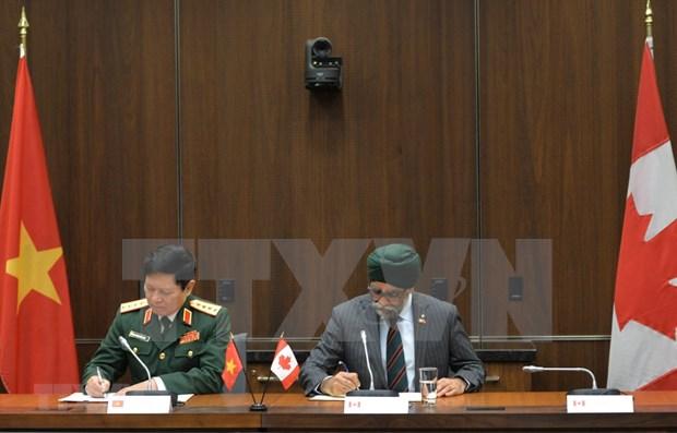 防务合作推动越南与加拿大全面伙伴关系更趋丰富 hinh anh 3