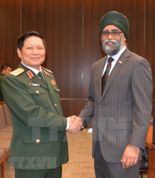 防务合作推动越南与加拿大全面伙伴关系更趋丰富 hinh anh 1
