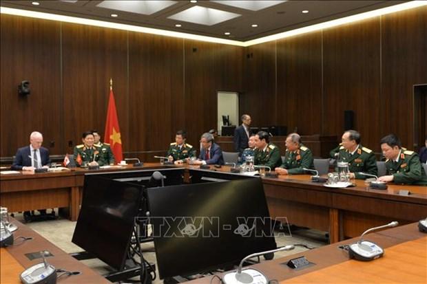 防务合作推动越南与加拿大全面伙伴关系更趋丰富 hinh anh 2