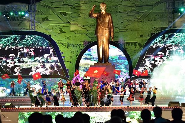 胡志明主席探望西北地区60周年纪念仪式在山罗省隆重举行 hinh anh 1