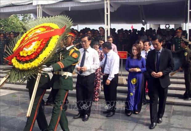 广治省为26具在老挝牺牲的越南烈士遗骸举行追悼会和安葬仪式 hinh anh 1