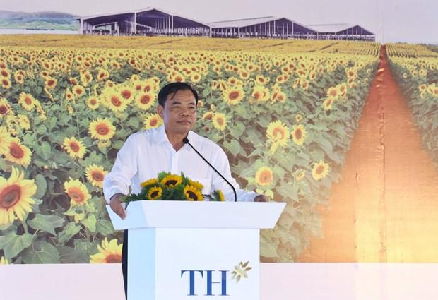 阮春福总理出席清化省奶牛养殖与牛奶加工项目开工仪式 hinh anh 2