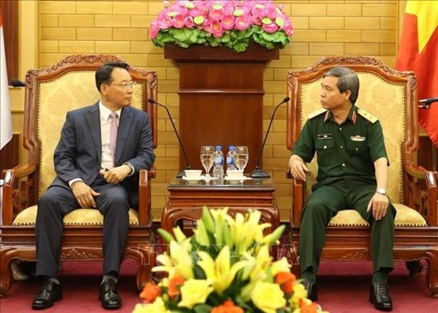 越南人民军总政治局副主任杜根中将会见韩国军队代表团 hinh anh 1