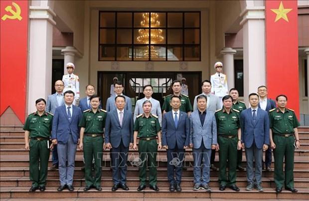 越南人民军总政治局副主任杜根中将会见韩国军队代表团 hinh anh 2