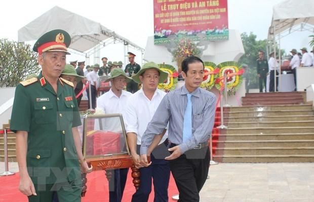 广平省为援老牺牲的越南志愿军和专家烈士遗骸举行追悼会和安葬仪式 hinh anh 1
