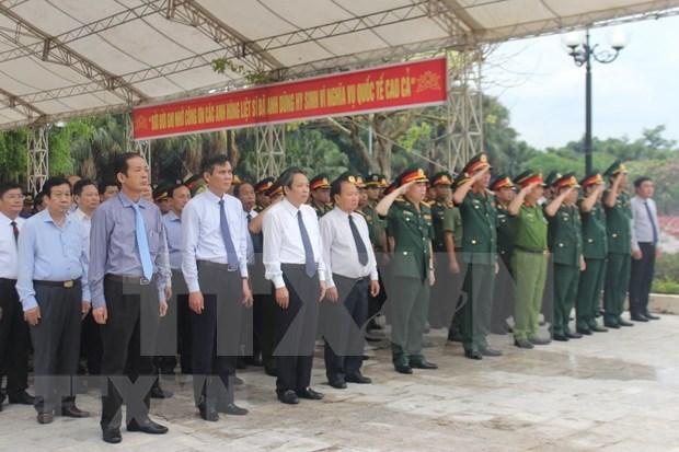 广平省为援老牺牲的越南志愿军和专家烈士遗骸举行追悼会和安葬仪式 hinh anh 2