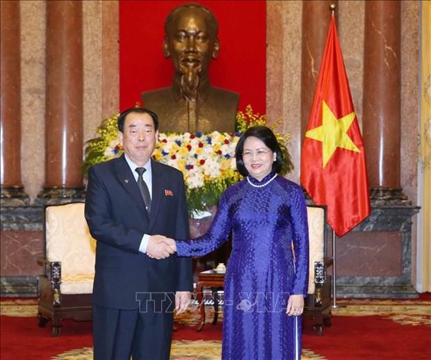国家副主席邓氏玉盛会见朝鲜中央法院高级代表图团 hinh anh 1