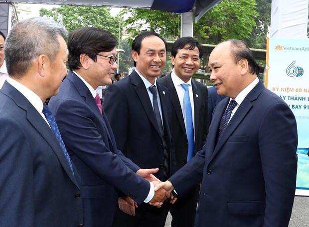 越南政府总理阮春福出席越南航空总公司919飞行团成立60周年纪念活动 hinh anh 2