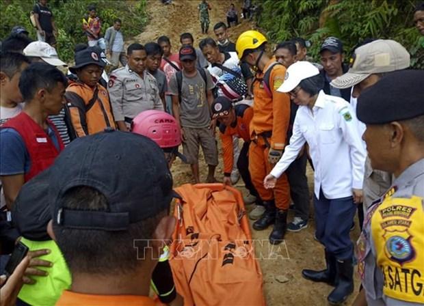 印度尼西亚金矿坍塌 致多人死亡和被埋 hinh anh 1