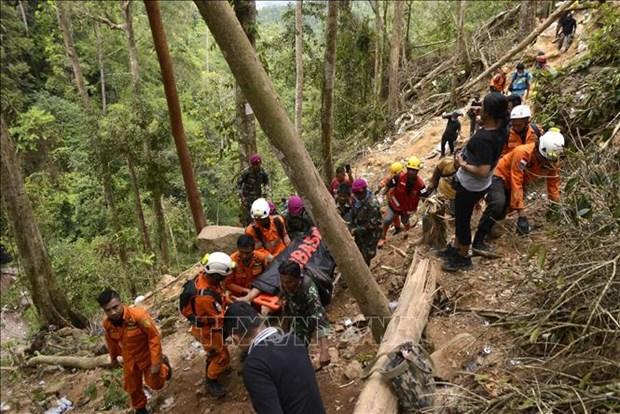 印度尼西亚金矿坍塌 致多人死亡和被埋 hinh anh 2