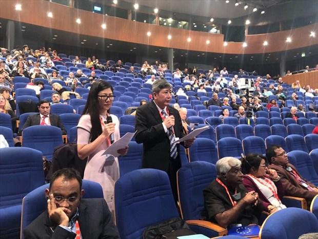 越南劳动总联合会代表团出席法国劳工总联合会全国代表大会 hinh anh 2