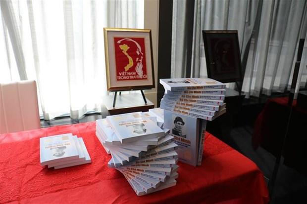 加拿大画家的胡志明主席主题画展在多伦多举行 hinh anh 1