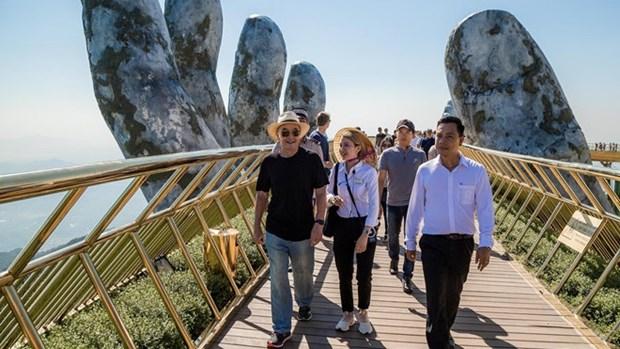 英国亿万富翁在巴拿山上漫步并观光金桥 hinh anh 1