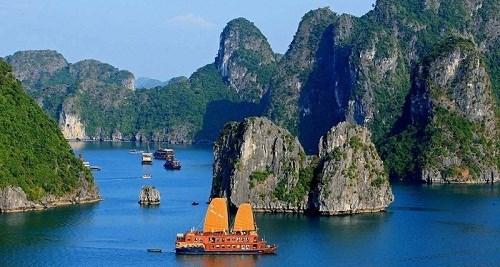 下龙湾空中游览旅游线路启动 给游客带来全新体验 hinh anh 1