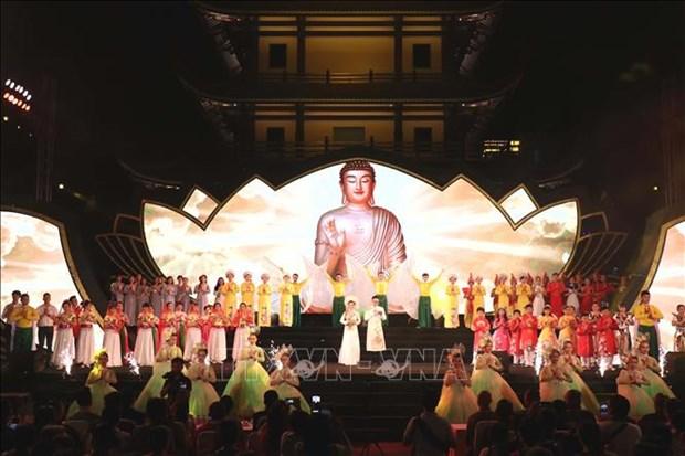 """""""神圣莲花""""大型音乐会在胡志明市举行 hinh anh 2"""