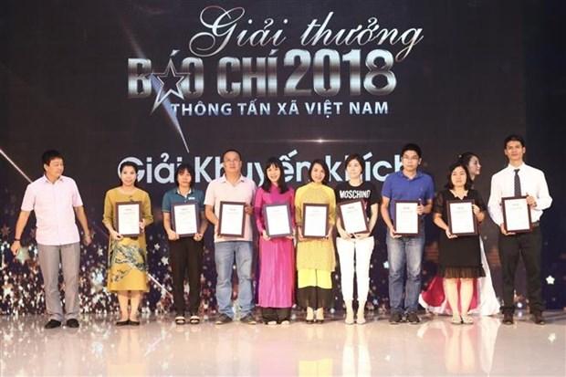 2018年越通社新闻奖颁奖仪式在河内举行 hinh anh 3