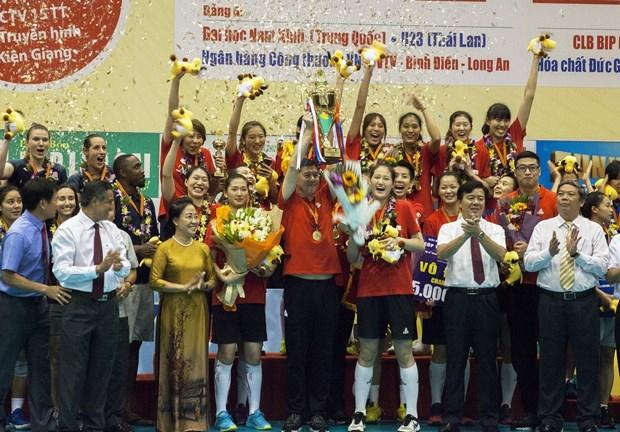坚江省:中国四川女子排球队荣获2019年平田VTV9杯国际女子排球比赛冠军 hinh anh 1
