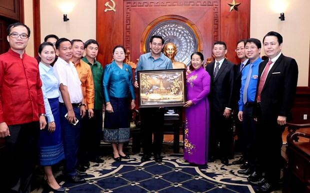 进一步加强胡志明市共青团与老挝人民革命青年团的合作 hinh anh 1