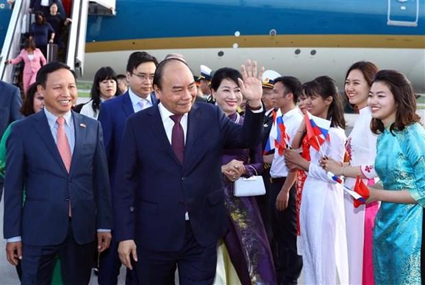 阮春福总理抵达圣彼得堡开始对俄罗斯进行正式访问 hinh anh 1