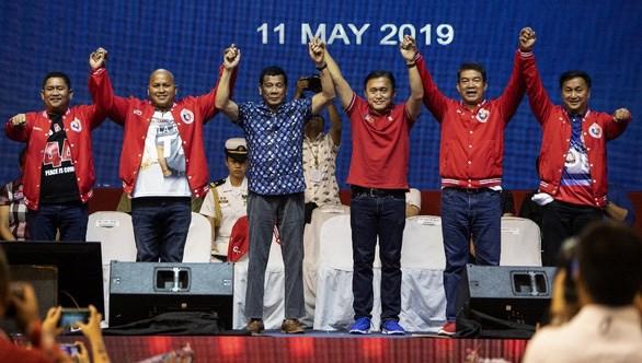 菲律宾:罗德里戈·杜特尔特总统的盟友在中期选举中取得压倒性的胜利 hinh anh 1