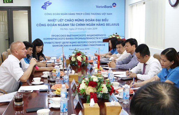 越南国家银行副行长陶明秀会见白俄罗斯金融银行行业工会代表团一行 hinh anh 1