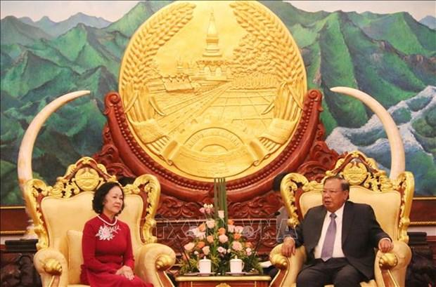 老挝领导人:像保护自己的眼珠一样地保护好越老伟大友好、特殊团结关系 hinh anh 1