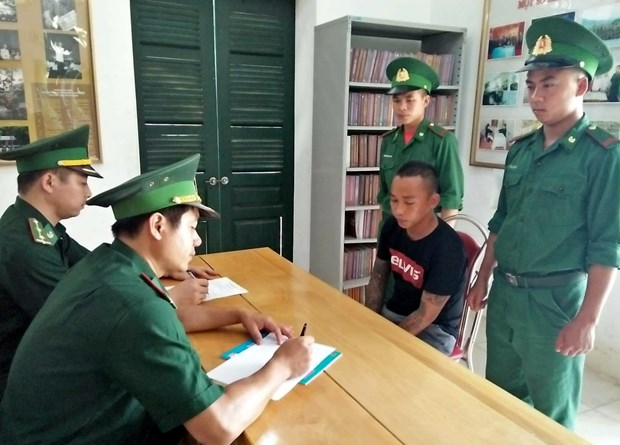 莱州省边防在越中边境破获一起人口贩卖案 抓获 4名犯罪嫌疑人 hinh anh 1