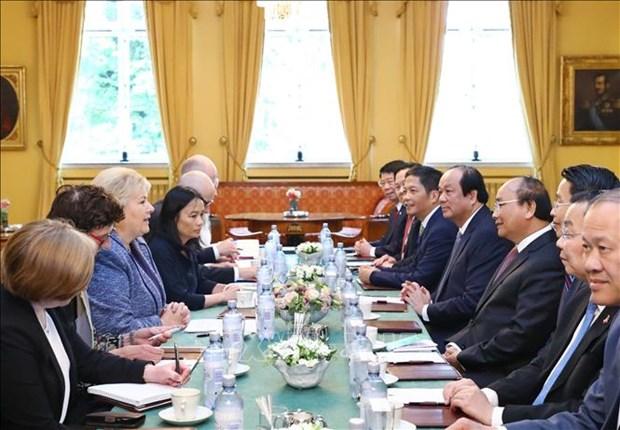 政府总理阮春福与挪威总理索尔贝格举行会谈 hinh anh 2