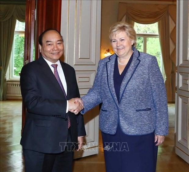 政府总理阮春福与挪威总理索尔贝格举行会谈 hinh anh 1