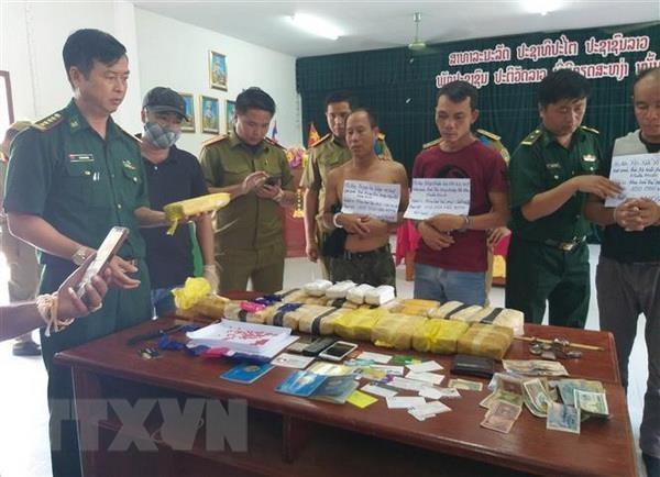 广治省:抓获涉嫌毒品犯罪的3名老挝籍嫌疑人 hinh anh 1