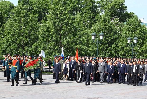 阮春福总理与俄越友好协会和俄罗斯援越老军事专家协会代表举行会面 hinh anh 4
