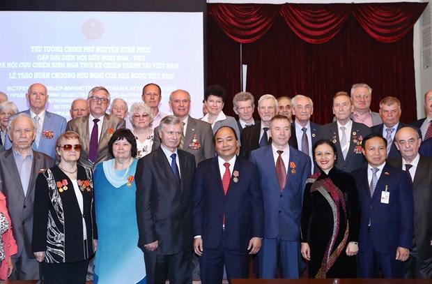 阮春福总理与俄越友好协会和俄罗斯援越老军事专家协会代表举行会面 hinh anh 3