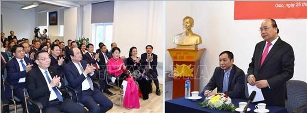越南政府总理阮春福会见旅居挪威越南人代表 hinh anh 1