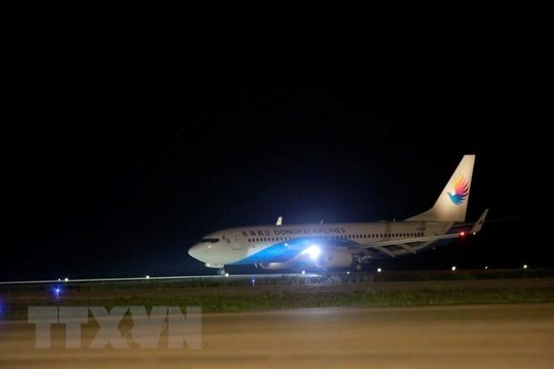 广宁省云屯机场迎来首个国际航班 hinh anh 1