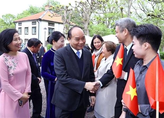 阮春福总理会见旅居瑞典越南人代表 hinh anh 1
