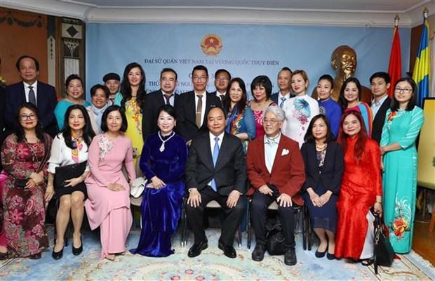 阮春福总理会见旅居瑞典越南人代表 hinh anh 2